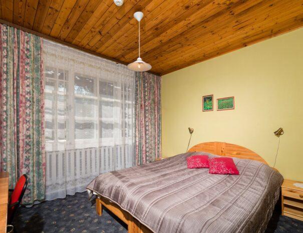 Kuivoja Puhkekeskus laia voodiga tuba web
